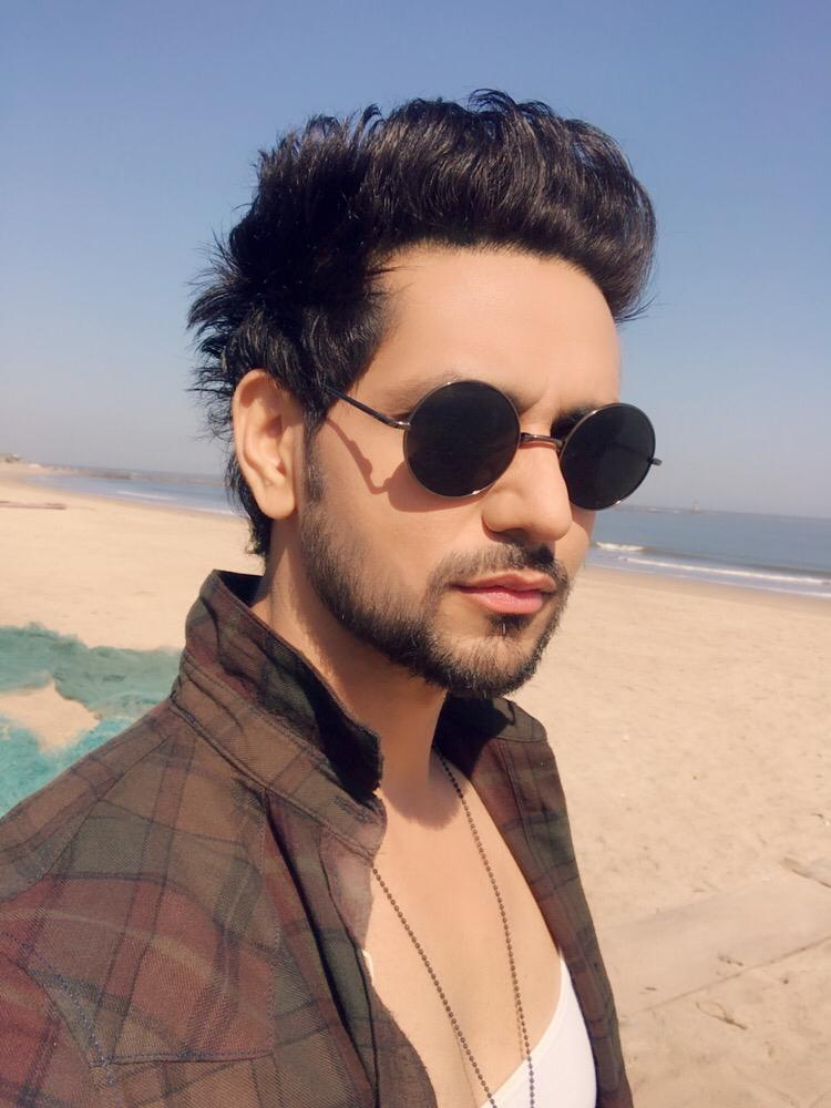 Happiness not in another place but this place not for another hour, but this Hour   #lovelymorning #picoftheday #igers #bestoftheday #happy #me #ootd #embraceyourself #beyou #shaktians #shaktiarora<br>http://pic.twitter.com/8tGZhbTlX3