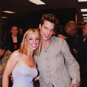 Reunited and it feels so good!  @britneyspears + @ricky_martin.  #GLAADawards <br>http://pic.twitter.com/cbKMwPBoVp