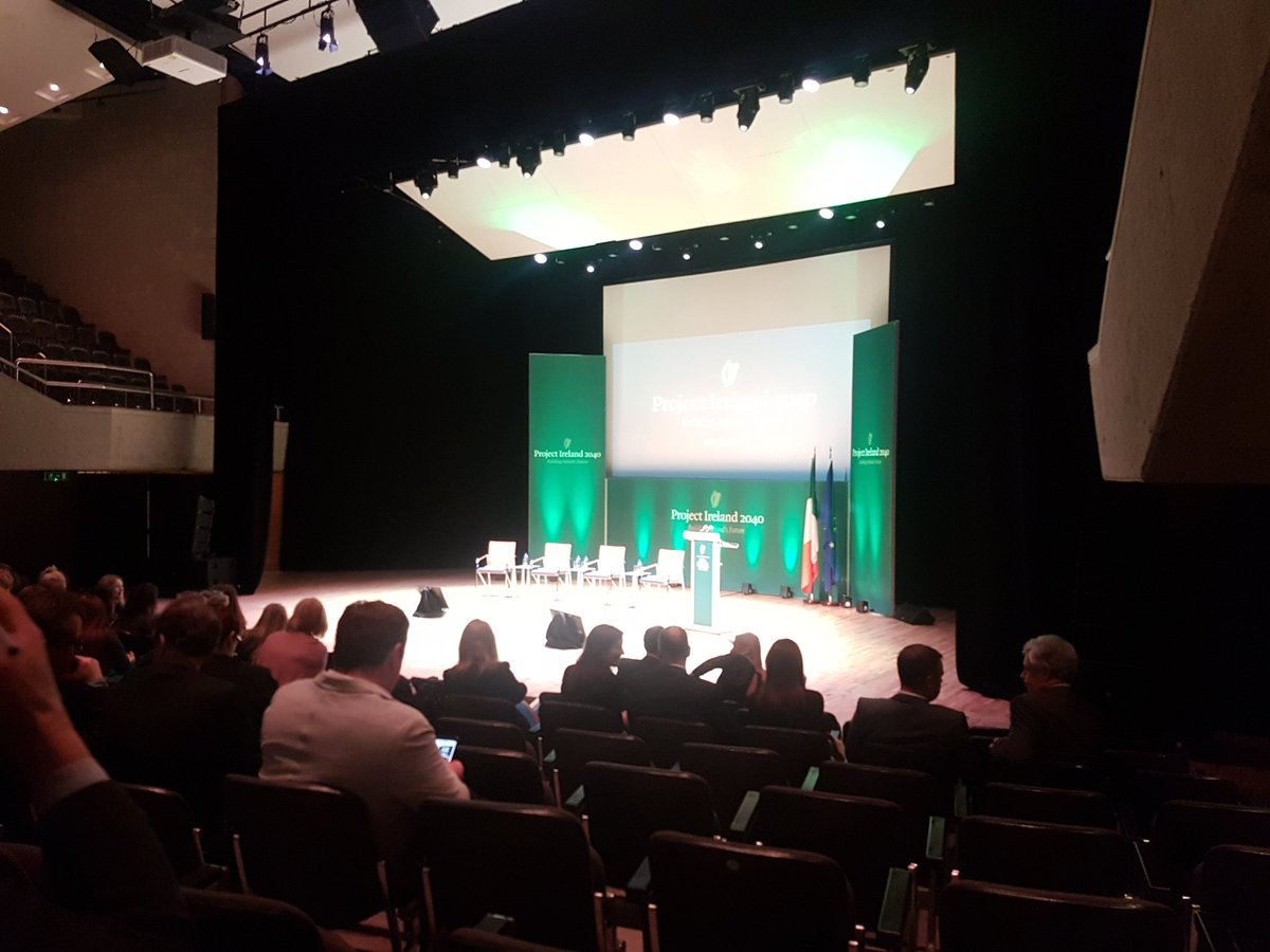 Already here for Taoiseach @campaignforleo in @UCHLimerick @UL #thinkbigatul #Ireland2040 #BelieveInScience<br>http://pic.twitter.com/AdqW5LYYDe