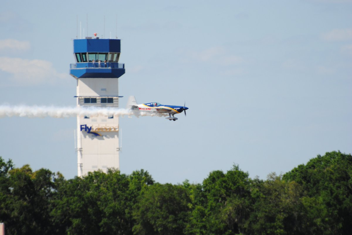 #FAA's #AirTrafficControllers help arrivals safely land at @SunnFunFlyIn for the #AirShow. #SNF18 #FlySafe