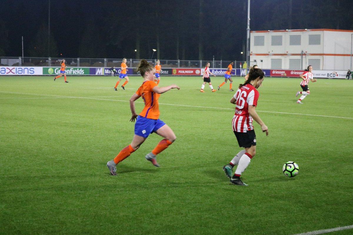 De wedstrijd is afgelopen en PSV heeft de wedstrijd met 1-0 gewonnen. Onze meiden van @CTOvoetbal hebben echter fantastisch gespeeld. Wij zijn heel erg trots! ⚽️🔸