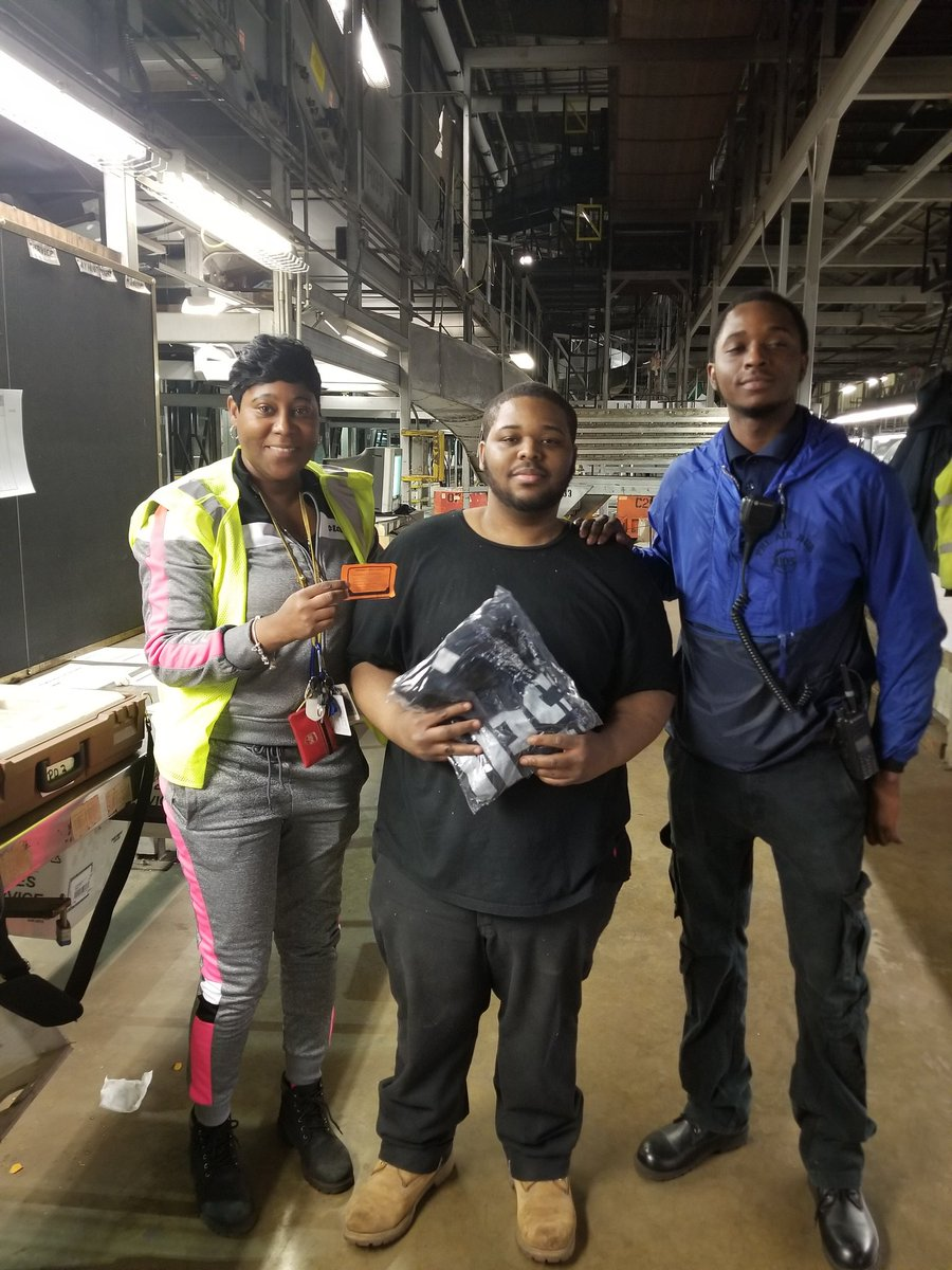 Thanks to @wakeel_morton and his employee Kahreese Meekins for being 100% on all DOK #WeeklySafetyBlitz #SafetyFirst #TEAMPHLSNAPS @JohnEitel2 @LaurenCarroll44 @EricLinderUPS @BrownDenelle
