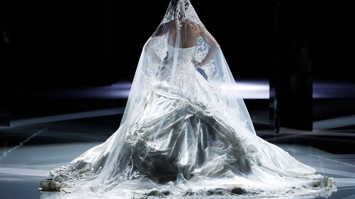 Meghan Markle, Victoria Beckham, Wedding Dress | Baaz