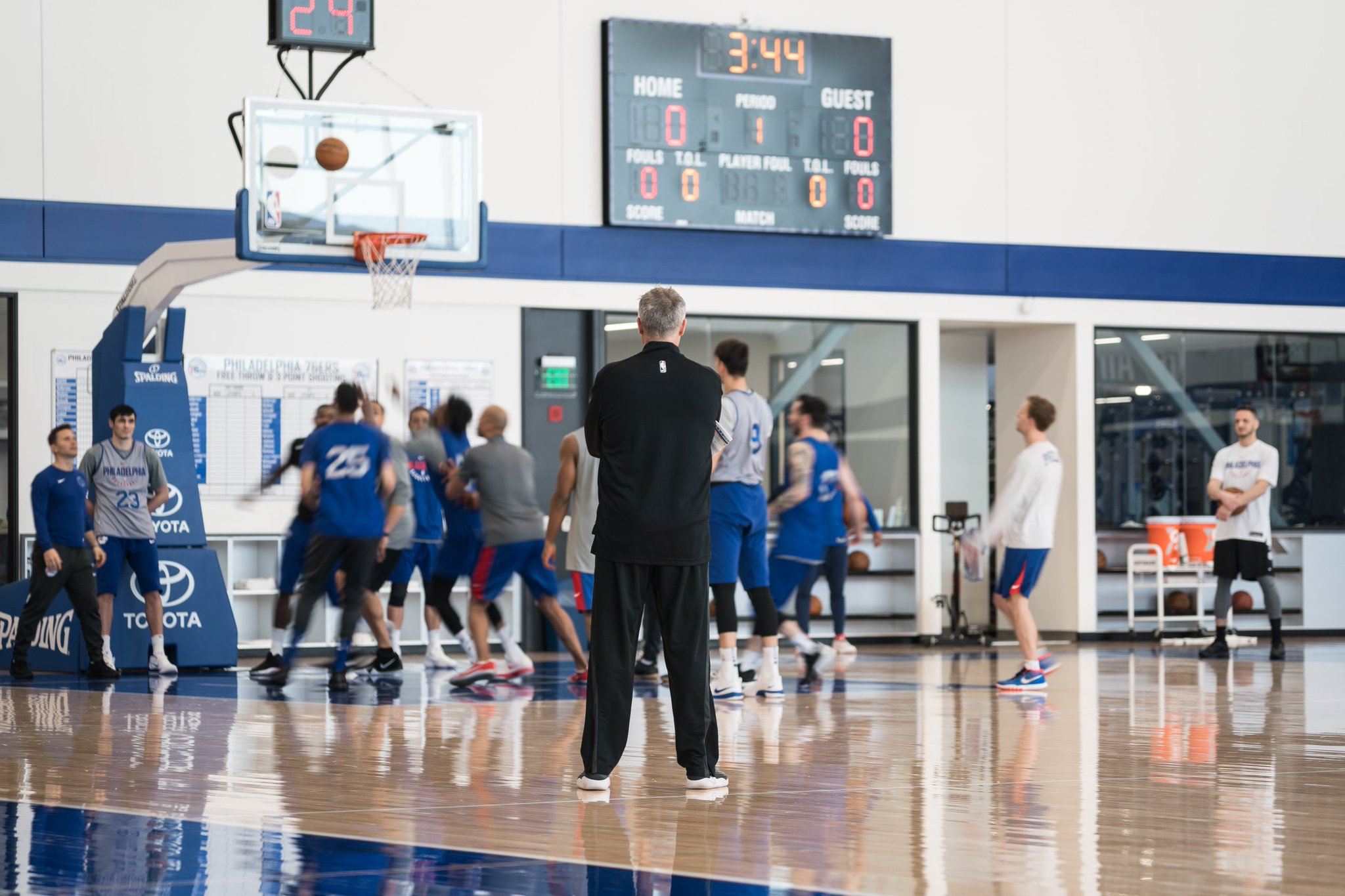 �� Everybody's workin' for the weekend��  �� https://t.co/ds5CyMH3HY | #HereTheyCome https://t.co/6Kh5Un2ZxK