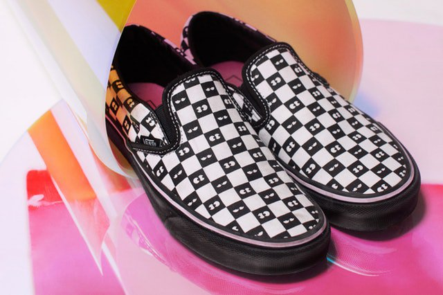 """Vans  And  Lazy Oaf  Do A Cute Rework Of The """"Old Skool"""" and """"Slip On""""  Sneakers http   ow.ly nOLy30jtoQs via  GoodMoMusic  Vans  VansSneakers   LazyOaf ... f208a2f2a"""