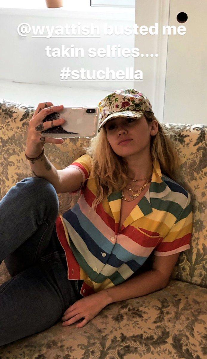 Miley Cyrus entra em estúdio com colaborador de Lady Gaga, Bruno Mars, Lorde e Dua Lipa