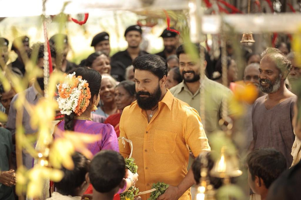 #KammaraSambhavam #HappyVishu #Vishu treat  Excellent performance #JanapriyaNayakan #Dileep @Actor_Siddharth  #BobySimha #MuraliGopi #Siddique  B-L-O-C-K-B-U-S-T-E-R ★★★★☆ <br>http://pic.twitter.com/8gopCpfvQ9
