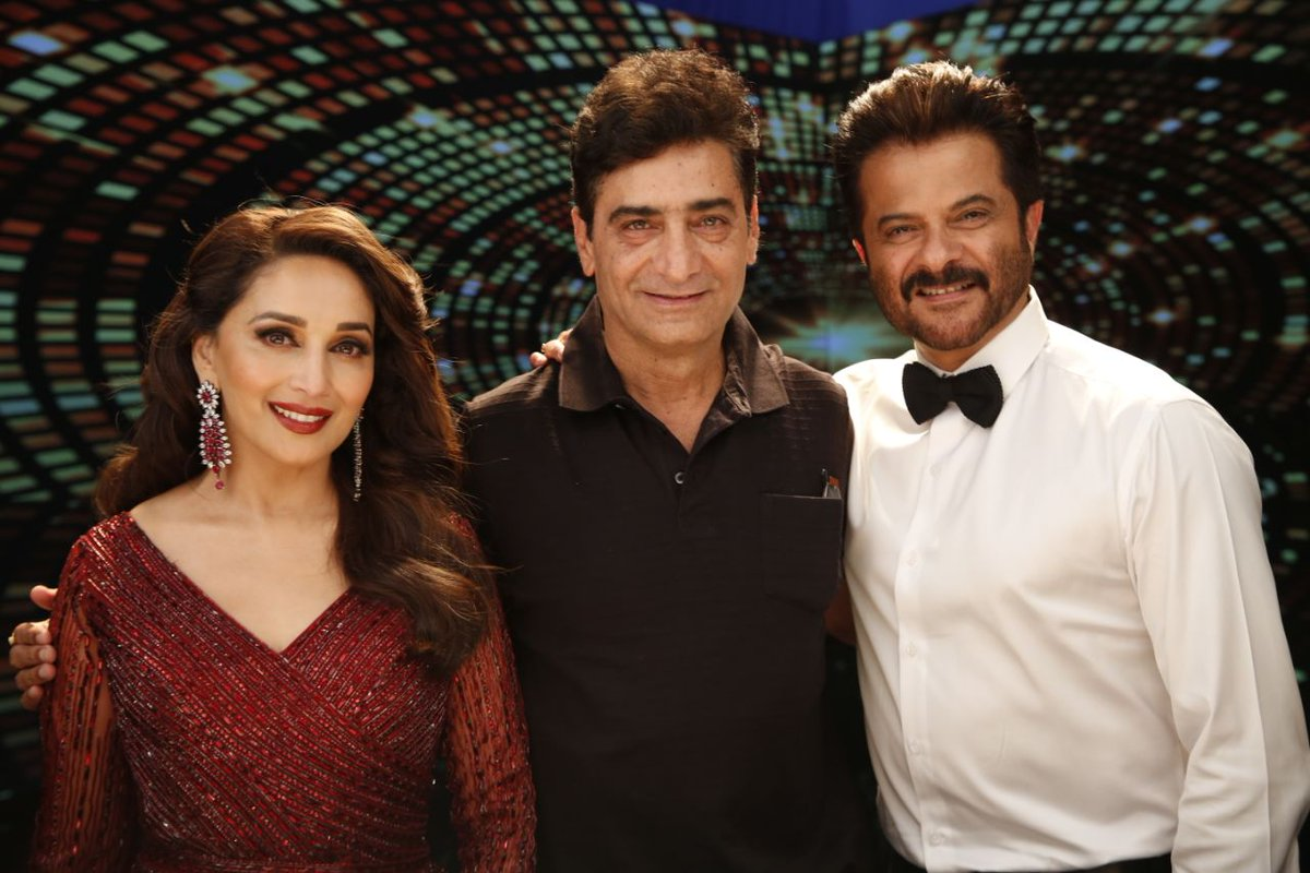 Dhamaal begins as @MadhuriDixit and @AnilKapoor reunite on the sets of #TotalDhamaal! Get ready for a complete entertainer releasing on December 7! @ajaydevgn @bomanirani @ArshadWarsi @Riteishd @Indra_kumar_9 @ADFfilms