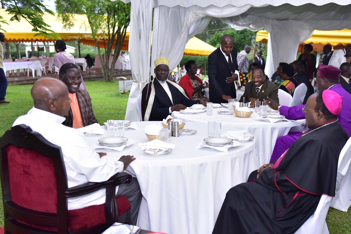 Yoweri k museveni on twitter religious leaders under their led by archbishop cyprian lwanga toured farms in ibanda and kiruhura districts at my invitation i later hosted them to a luncheon at my country home stopboris Images