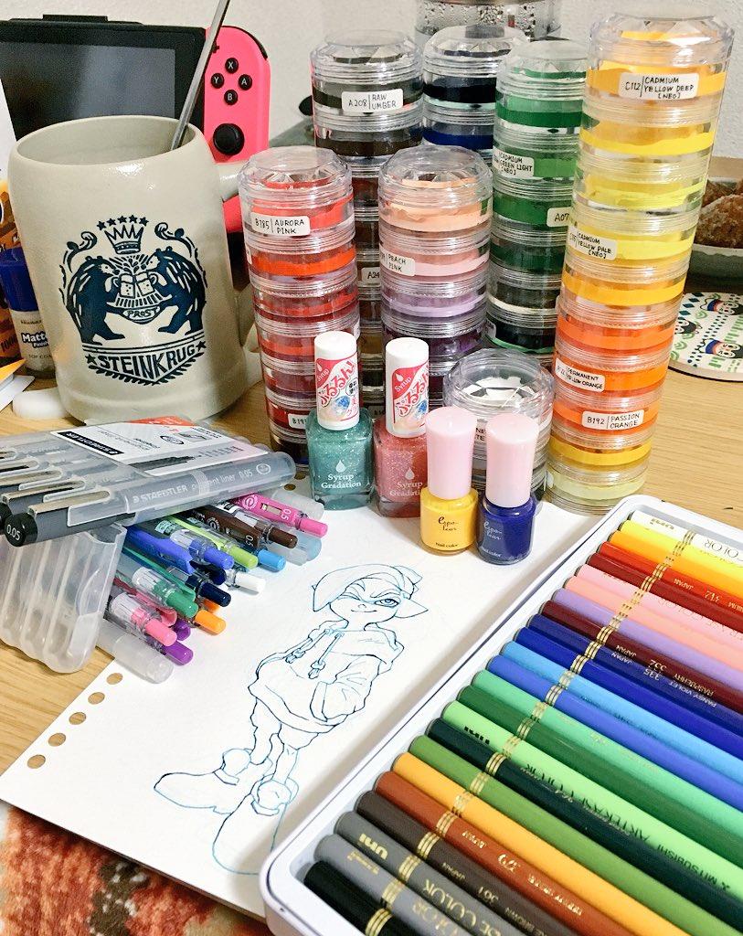 今日の画材は、ライナー・カラーペン・透明水彩・溶ける色鉛筆・マニキュア各色・消しゴム  今日の落書きはイカボーイ  インクまみれの予定〜