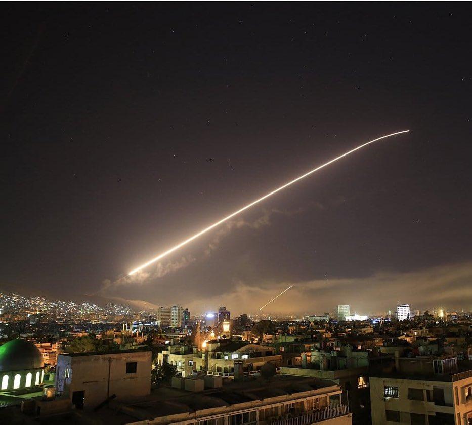 """Pq Trump criou uma coalizão para bombardear a Síria? No Wall Street Journal, em 2011, Trump sobre a intervenção militar da OTAN na Líbia: """"Só estou interessado na Líbia se nós ficarmos com o petróleo. Se não, não tenho interesse"""".  Basta! Q prevaleça a dimensão humanitária!"""