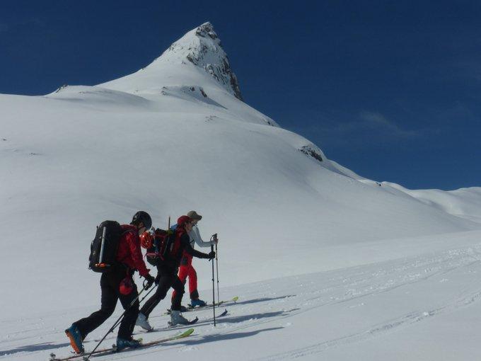 ¡Pedazo de día el que hemos disfrutado hoy en el Portalet. Sesión doble: Canal Roya y Cuyalaret. Sol y mucha nieve para disfrutar. #muntaniaski #esquidemontaña #pirineos #skimo