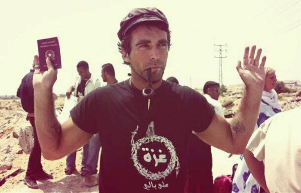 Il #15aprile 2011 moriva Vittorio Arrigoni.  Un vincitore:  http://www. asiablog.it/2012/04/16/vit torio-arrigoni-un-vincitore/  …  Calling You:  http://www. asiablog.it/2013/04/15/cal ling-you-vittorio-arrigoni/  …  Stay Human – The Reading Movie:  http://www. asiablog.it/2015/04/15/vit torio-arrigoni-restiamo-umani-the-reading-movie/  …   #VittorioArrigoni #StayHuman<br>http://pic.twitter.com/ropVQs5Ptl