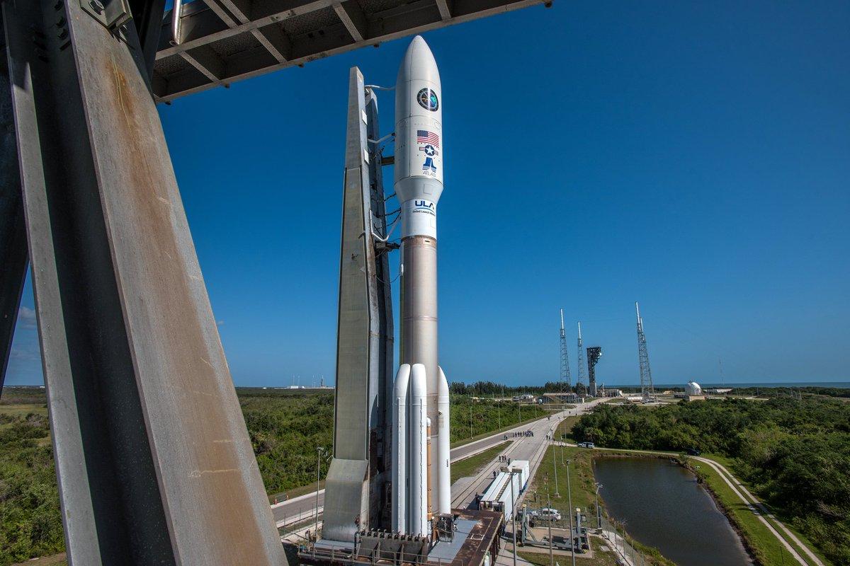 Атлас 5 - водород, твердотопливные ускорители - кстати мощнее и надёжнее Фэлкон 9, запуск её стоит дороже Ангары 5.