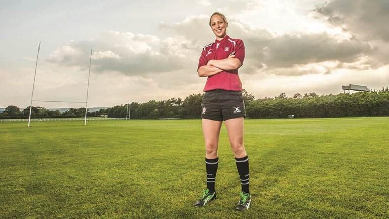 Good luck to Sara Cox who is refereeing the #GC2018RugbySevens Womens Gold Medal match at the Robina Stadium.