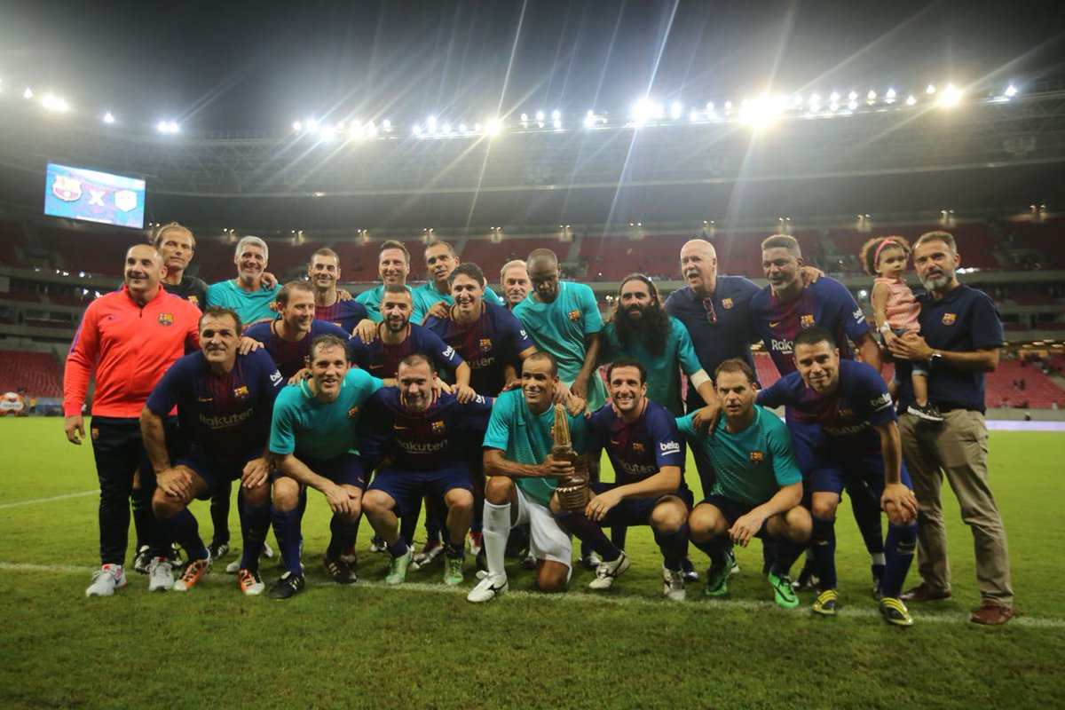 📍 Arena do Pernambuco 🏆 @RIVALDOOFICIAL @julianobelletti  🇧🇷 ¡Gracias por acogernos, Brasil! 🔵🔴 #BarçaLegends