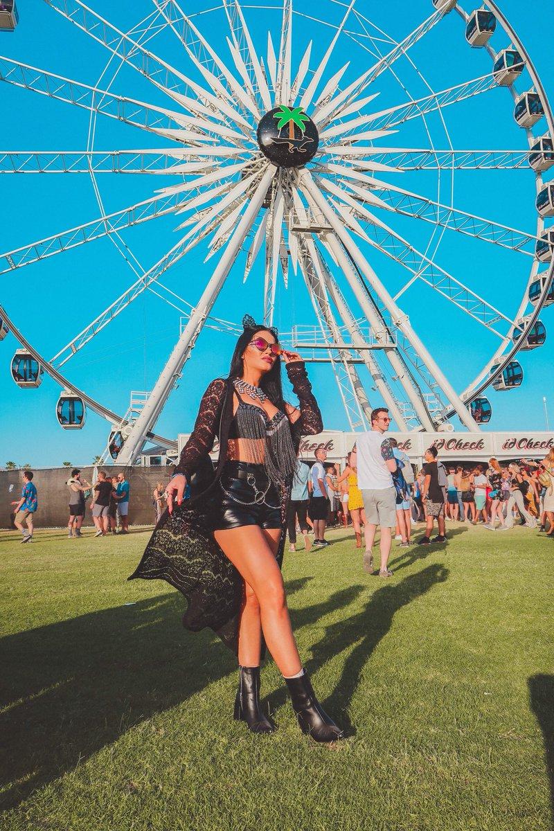 Claudia Alende  - Coachella twitter @claudiaalende day1