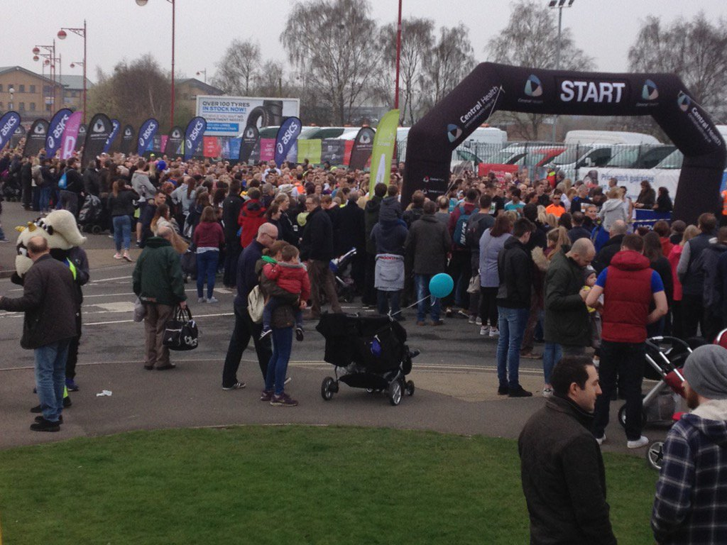 Derby 10K runners & supporters ready to go & support. Gear event great crowd.