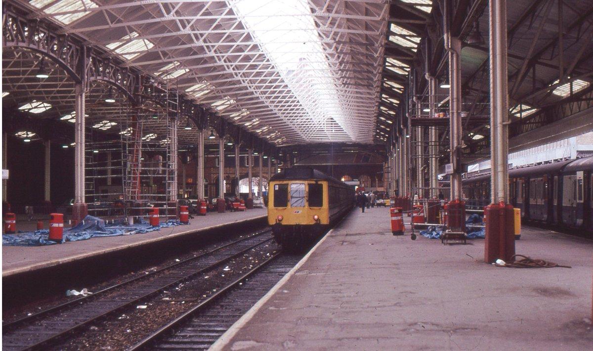 DazjaUrWsAE1Sg  - Marylebone station's anniversary