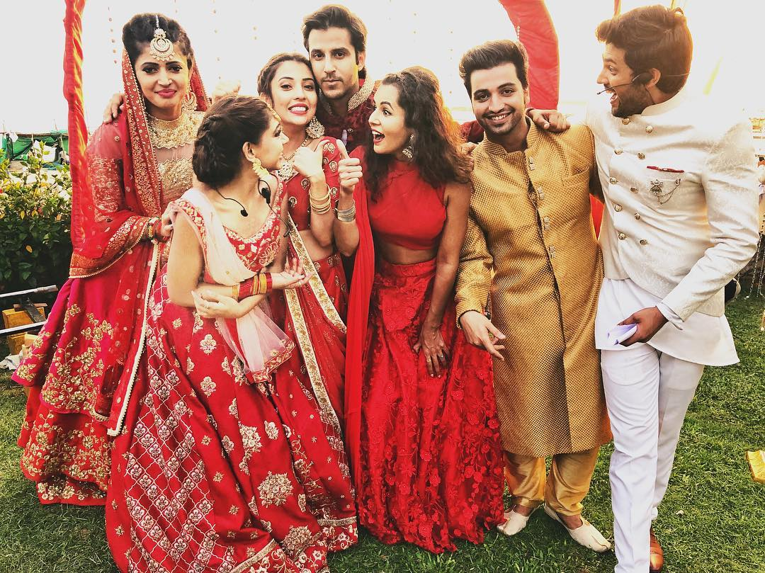 #SquadGoals, aren't they?!  #KaisiYehYaariaan3 starcast caught candid! https://t.co/5DK90wNosr
