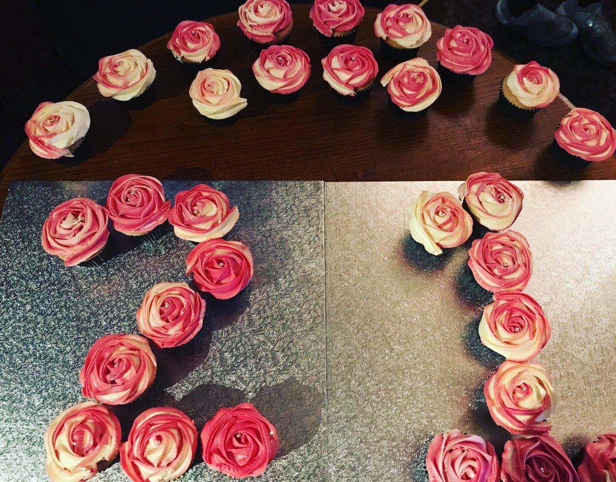 Fabulous O Xrhsths Black Ribbon Cakes Sto Twitter Cute Little Cupcake Set Funny Birthday Cards Online Benoljebrpdamsfinfo