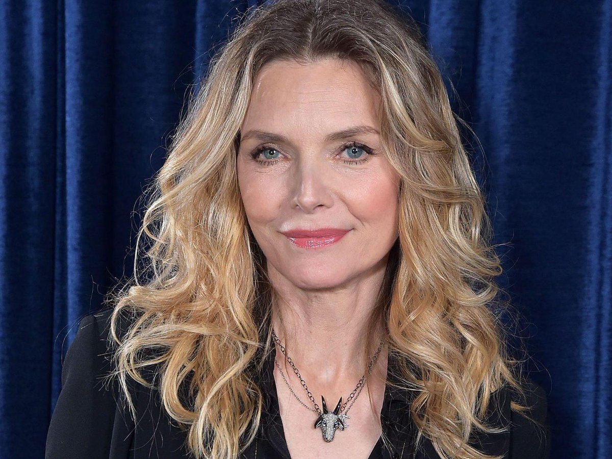 braless Twitter Michelle Pfeiffer naked photo 2017