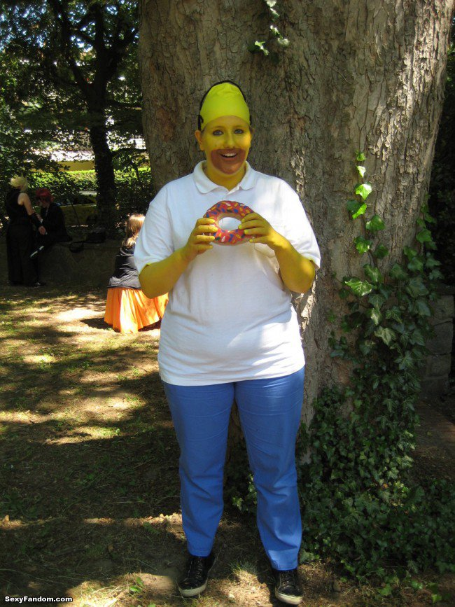 Sexy Fandom: Yoni-Two's Funny Homer Simpson Cosplay...