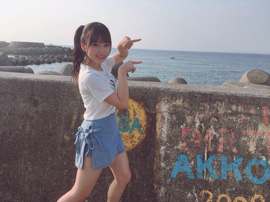 沖縄で楽しい表情の矢吹奈子
