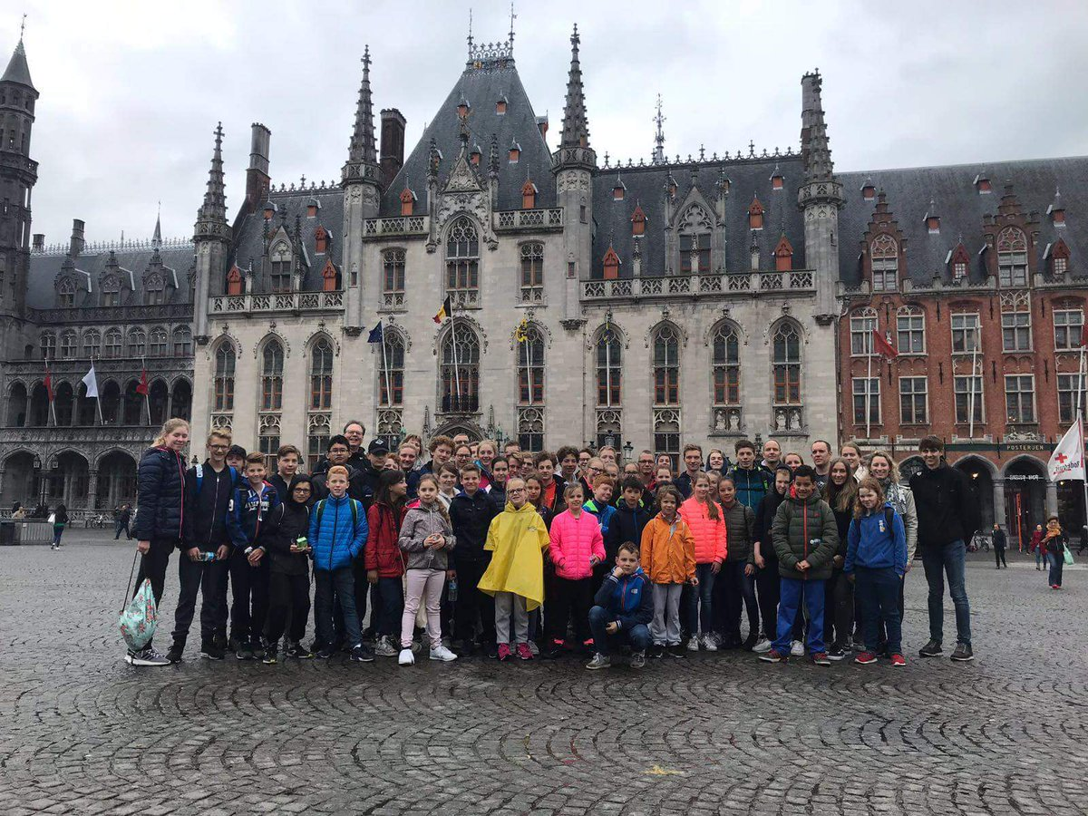 Het is weer zover: het jaarlijkse WVZ zwemkamp is van start gegaan! Met 56 zwemmers en 9 begeleiders is WVZ naar Brugge afgereisd om  hard te trainen en plezier te maken. #WVZ #zwemkamp
