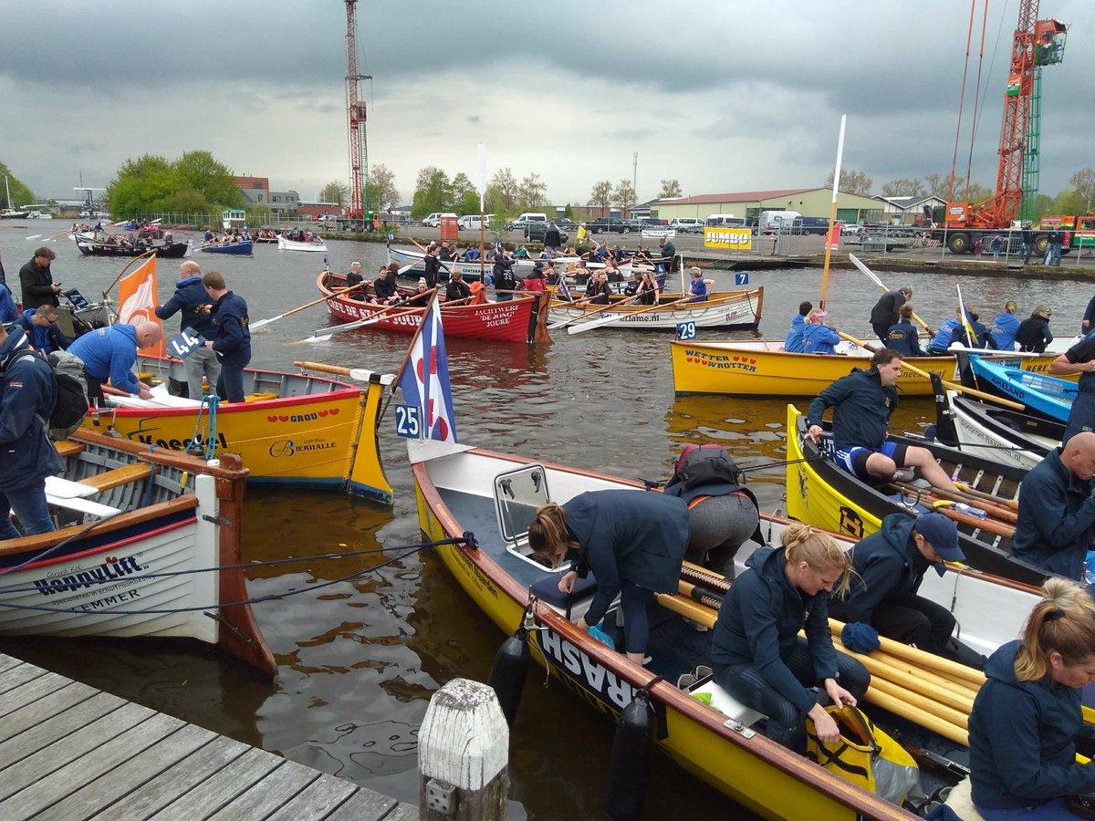 """Gemeente Leeuwarden على تويتر: """"Ook de Grouster sloepen liggen klaar voor  de start bij de Grouster roeisloepenrace met 80 deelnemende boten. Sukses!…  """""""