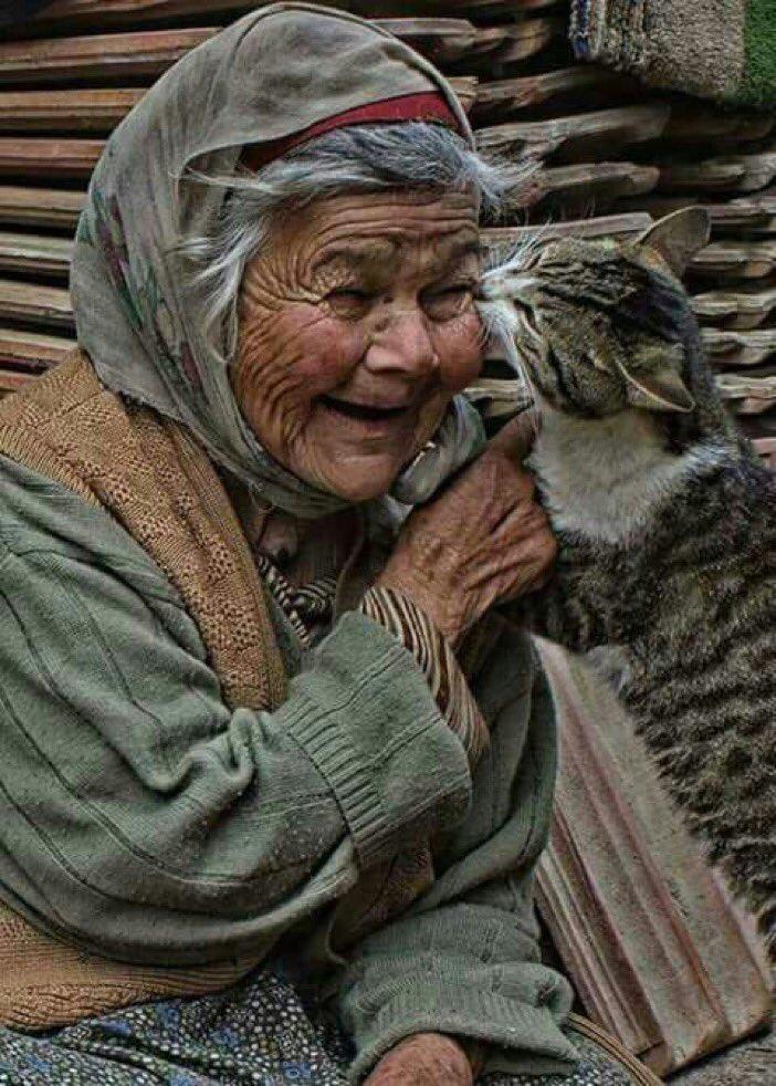 السعادة ليست في أن يكون عندك الكثير جدًا .. وإنما السعادة في أن تحب الدنيا والناس والخلائق أجمعين ..