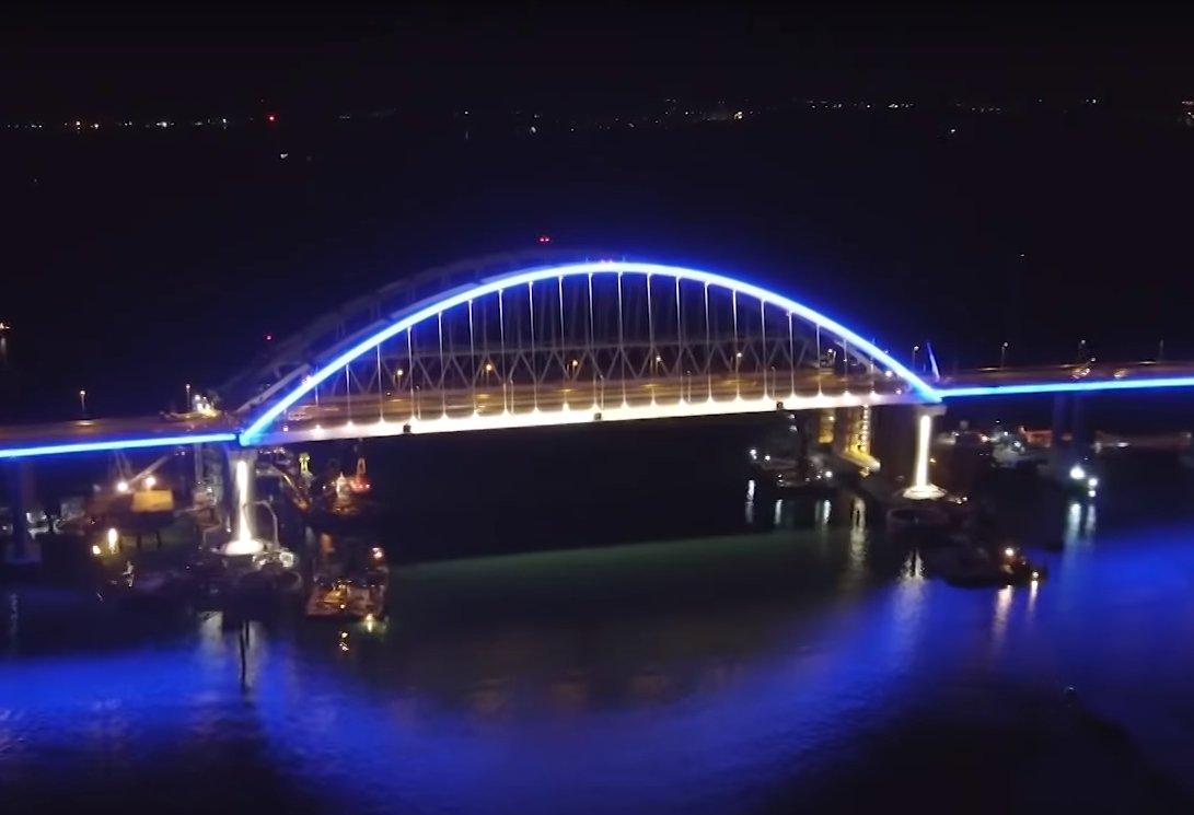 Картинки крымский мост с подсветкой
