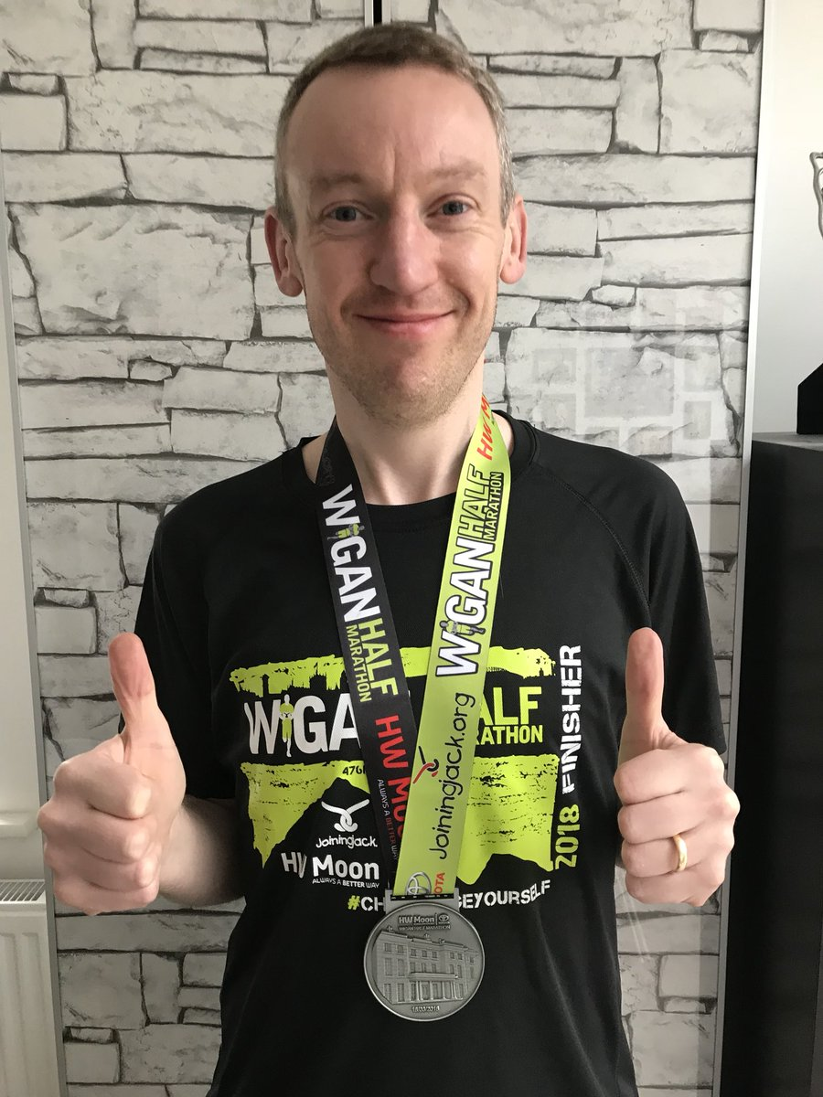 Thanks very much @alljoinjack for my @Wiganhalf medal & t-shirt.  Gutted the event was cancelled but can't wait to take part in 2019!  💚🏃‍♂️ #IMOAC @runwiganfest