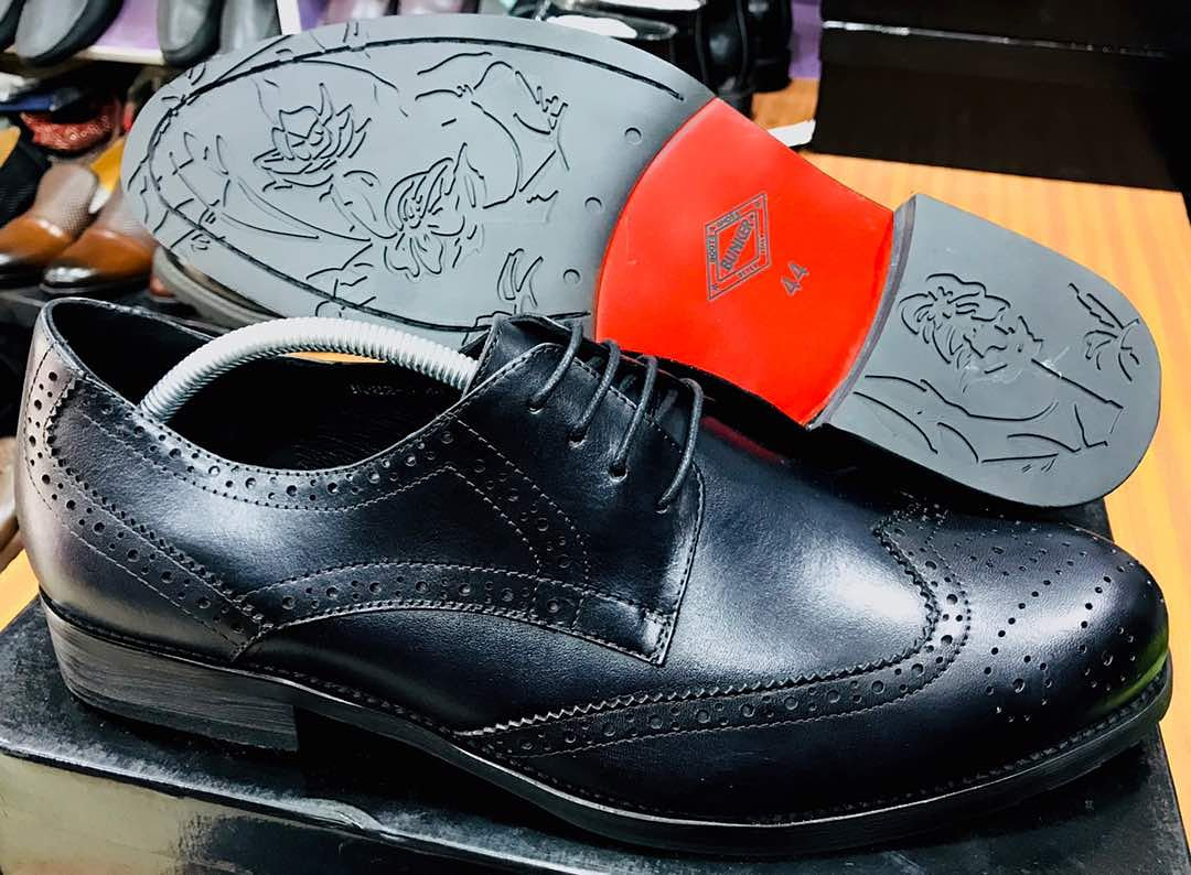 We all deserve detailed shoes every now and then. Bunker Italian shoes. Available in different sizes... DM or Call to place an order.  #shop #bunker #meninstyle #lagosfashion #mensfashion #shoes #meninlagos #ttoo #shoppingonline #easyttooshoppic.twitter.com/GtuH9m7VBD