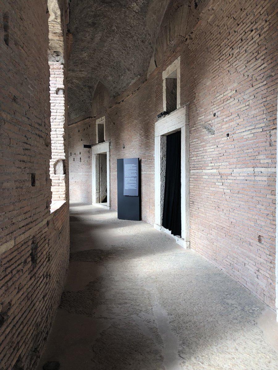 I Mercati di Traiano sono un luogo, non solo un monumento museale. Quando vado lì mi sento catapultata indietro nei secoli. Buona visita #roma #romaconimieiocchi #rome @Mysnughome1 @art_for_free @caputmundiHeidi @romewise @TrastevereRM @CiriSince1978 @f_girasole @fiorillomanuel1