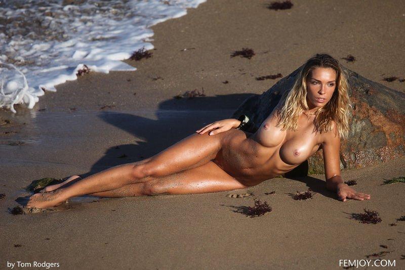 Amber By Tom Rodgers In Secret Beach From Femjoy Ftvhunter 1