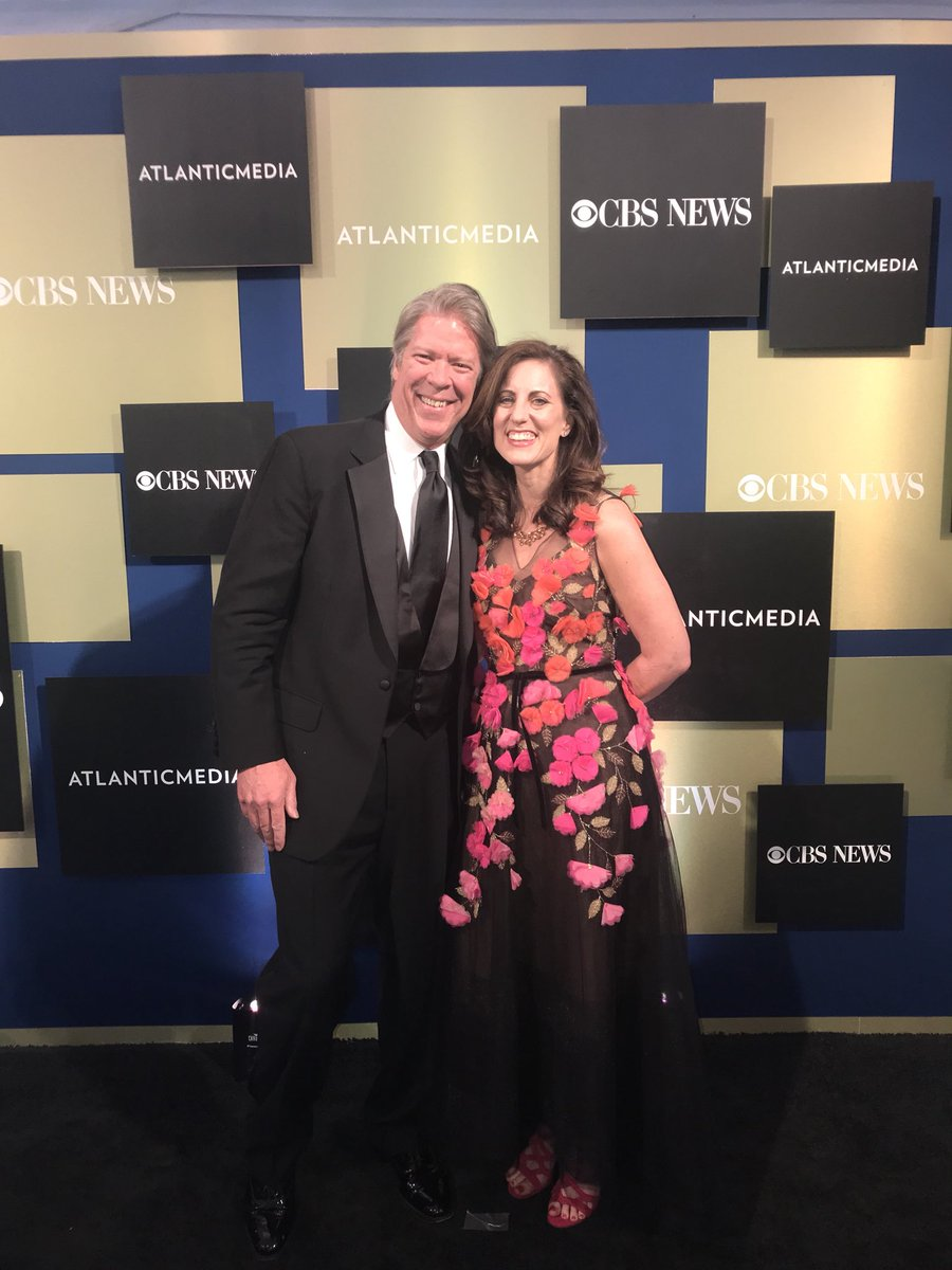 Tonight is the White House Correspondents Dinner and our @CBSNews came  looking their absolute best! #WHCDpic.twitter.com/L39lUE9obT