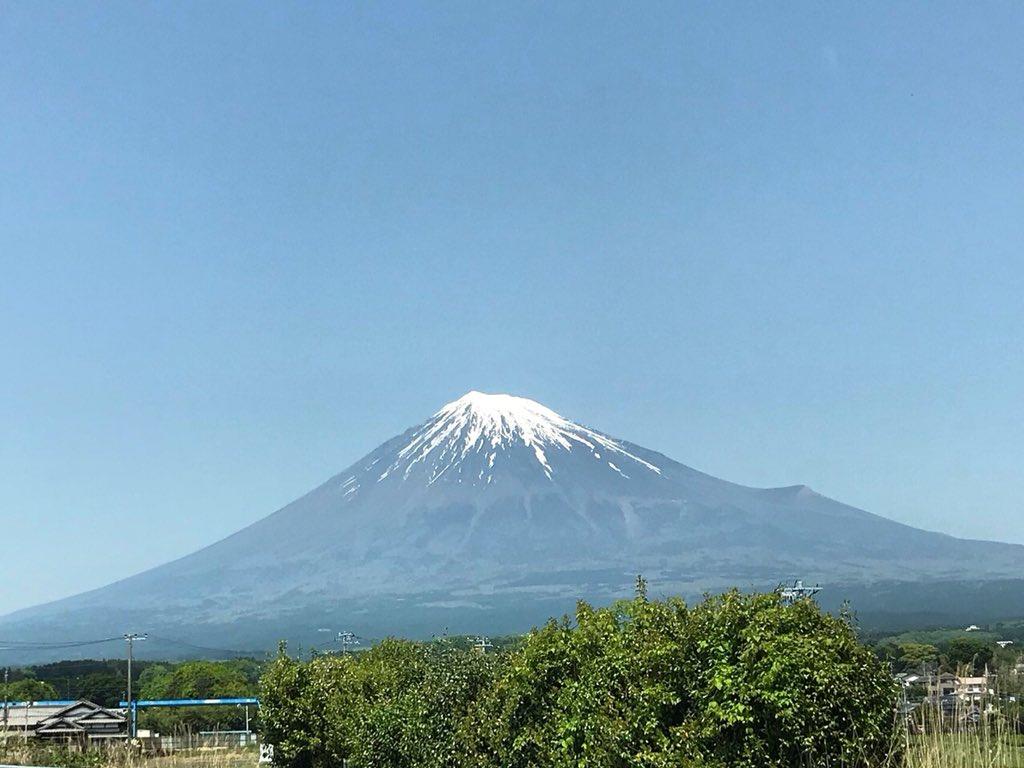 渋滞のおかげで撮れたよ富士宮に向かう西富士道路ガストの信号を先頭に旧料金所の手前あたりから少々混んでいます通過には7分くらいかな富士山 西富士道路  富士宮市