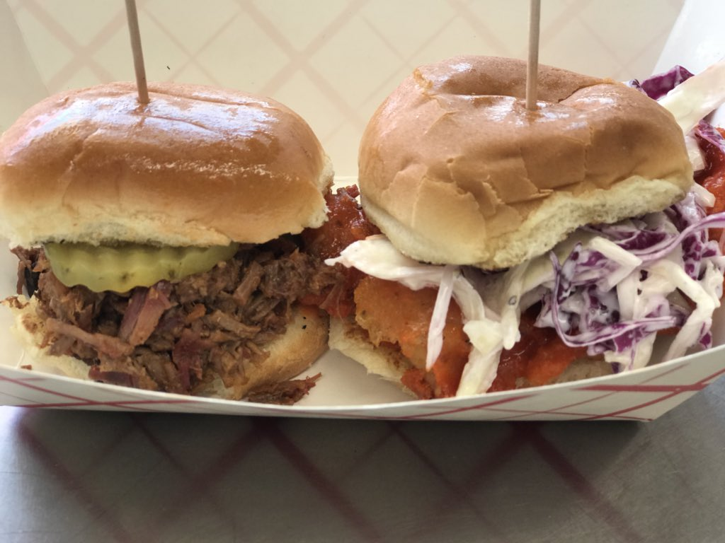 Brisket Slider and Buffalo Chicken Slider with our Super Red White and Blue Cheese Coleslaw! It's a little taste of heaven! #FoodTruck #SaturdayNight #wineandartsfestival #HireFoodTruckspic.twitter.com/edUXzuDs0V