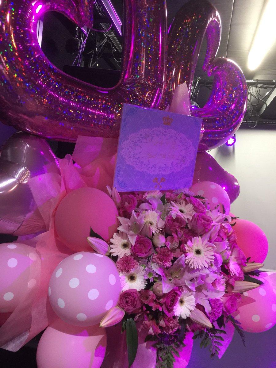 マチゲリータさんのファンの皆様からお花が…大きい!!(大きめのnagomixのDJブースと比べてもこの迫力凄い)