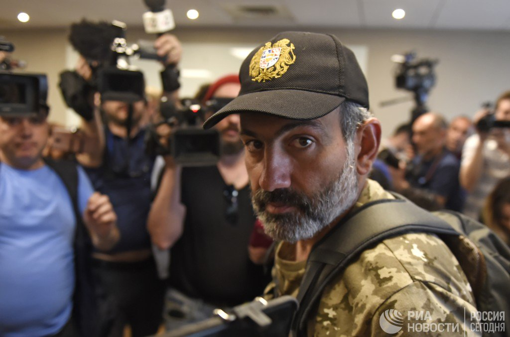 Отстранят ли военные Пашиняна от власти?