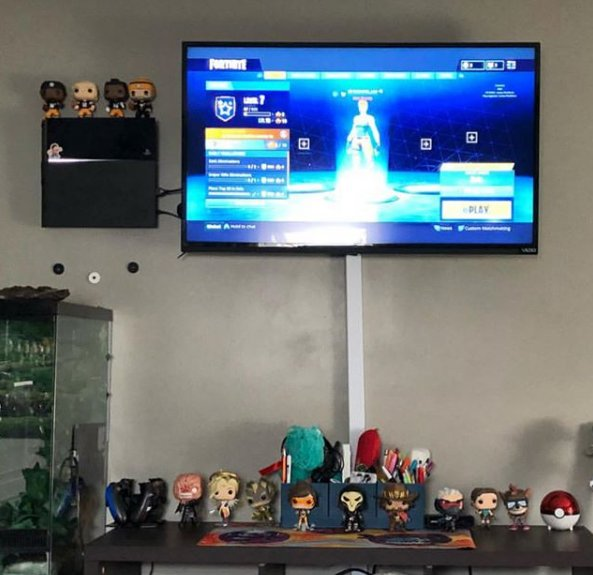 What a #collection ! Thanks Instagram user Lee_mariie for sharing your setup with us!  #Fortnite #Playstation4 #Playstation5 #Consoles #Eletronics #GamingSetup   #MyFloatingGrip and share your setup with us! pic.twitter.com/Yk5nFeD9dn