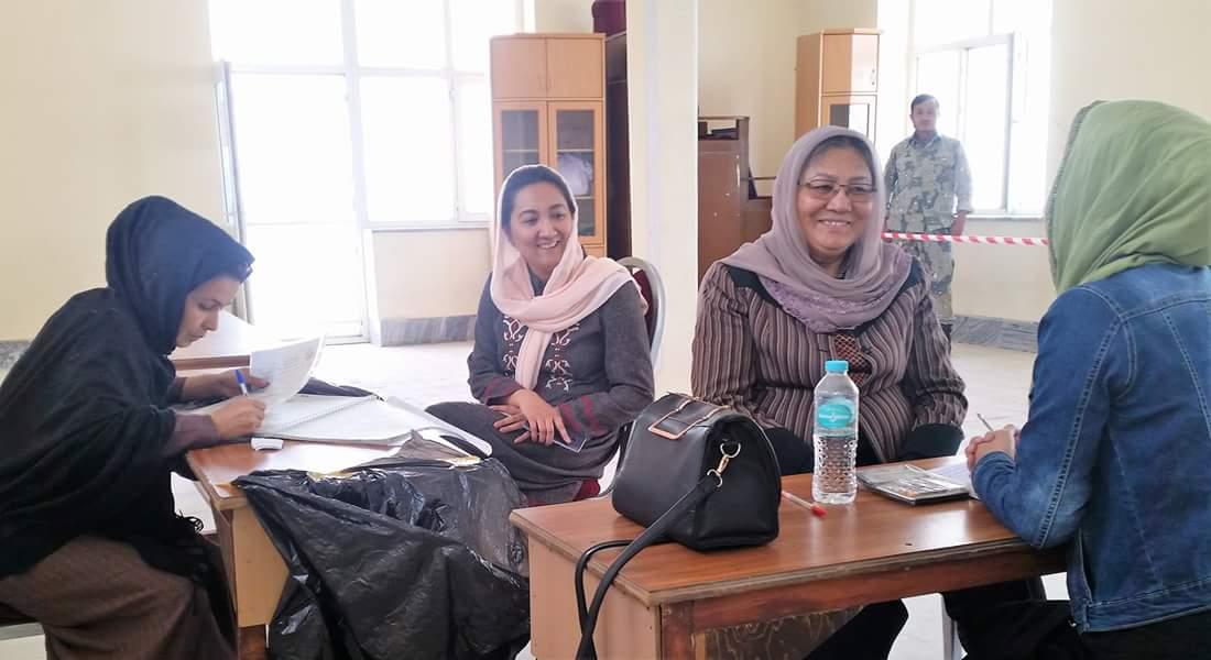 تنها فرصت که زنان می توانند با آن حضور خویش را در سطوح مختلف سیاسی، اقتصادی و اجتماعی تضمین کند، انتخابات است. #شما_هم_ثبتنام_نمایید Participate in Elections #AfghanWomen
