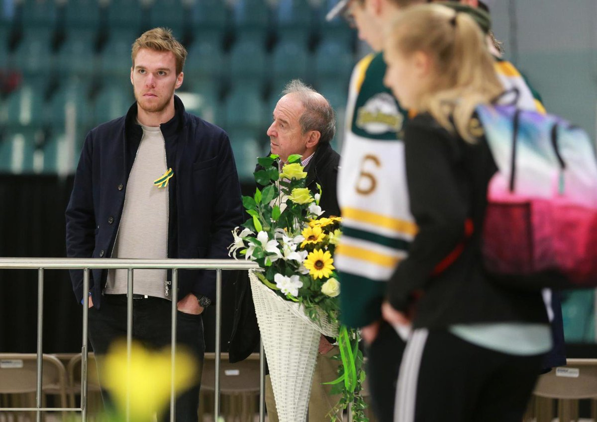 NHL star Connor McDavid visits Humboldt to pay respects, show support following Broncos bus crash  https://t.co/B8X1rWoU1n