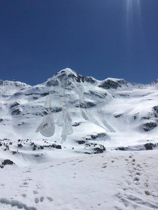 Sigue habiendo coladas importantes en el Pirineo. Foto del refugio de Respomuso...