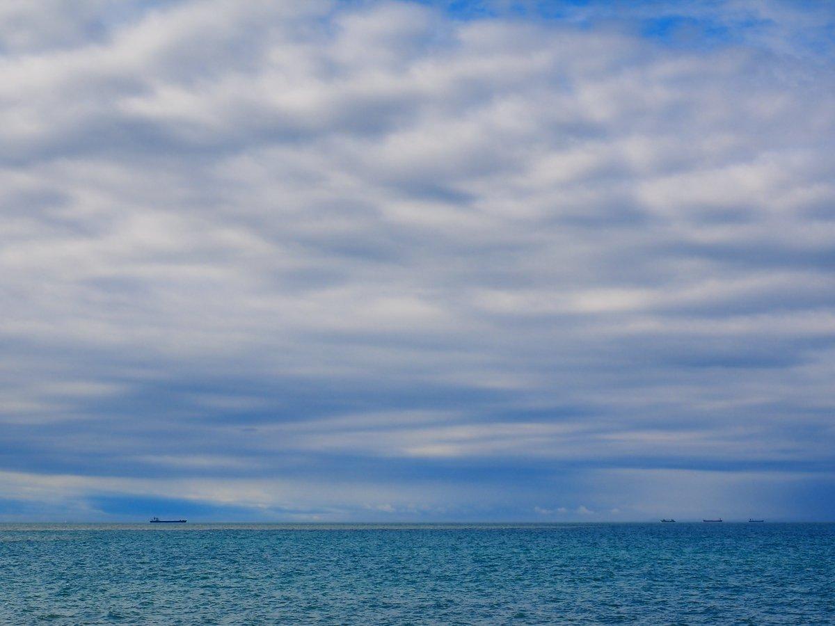 雨上がりの瀬戸内海。光市・虹ヶ浜。 https://t.co/T4AjKVg9rp