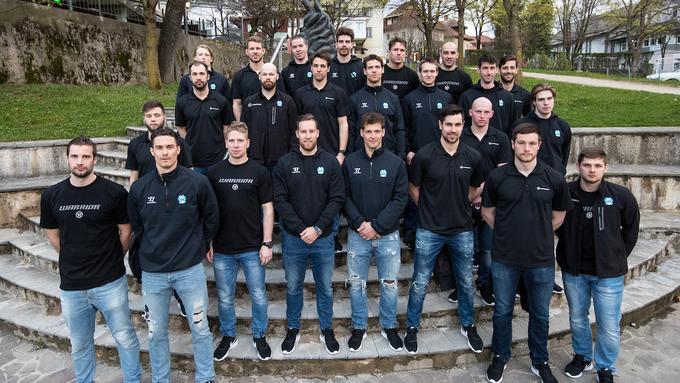 #Risi, pridružil se jim je tudi Jan #Drozg, strnili misli pred odhodom na zadnjo pripravljalno tekmo in #SP. Selektor Kari #Savolainen še nima dokončnega seznama sodelujočih na prvenstvu, ključni bodo prihodnji trije dnevi ... Foto: @Sportida_com