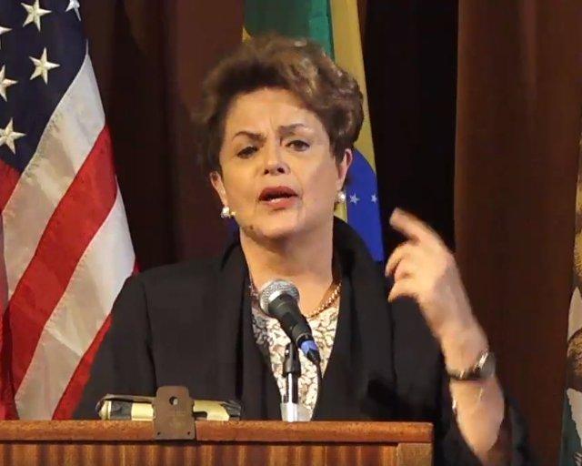 CONDENADO NA MÍDIA, LULA TEM O VOTO DO POVO Em palestra em Berkeley, presidenta eleita adverte que Brasil se tornou campo fértil para os 'horrorosos animais' do fascismo. No link abaixo, principais trechos e íntegra da palestra: https://t.co/IzR2CslUd8