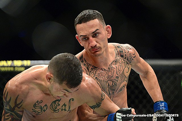 April 18, 2015  3 years ago today, Max Holloway defeated Cub Swanson via guillotine at 3:58 of the 3rd round at UFC on Fox 15.   The win was the 6th of a current 12-fight winning streak for @BlessedMMA that has included 9 wins inside the distance & 5 Fight Night bonuses.