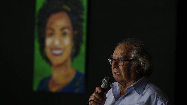 Em visita à Maré, Prêmio Nobel Adolfo Pérez Esquivel diz que Marielle morreu por defender a vida https://t.co/QCgV9OZSKF